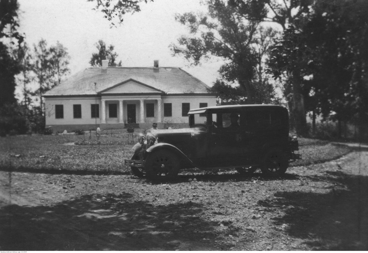 PIC_1-U-4747 przeddworem 1931 NAC