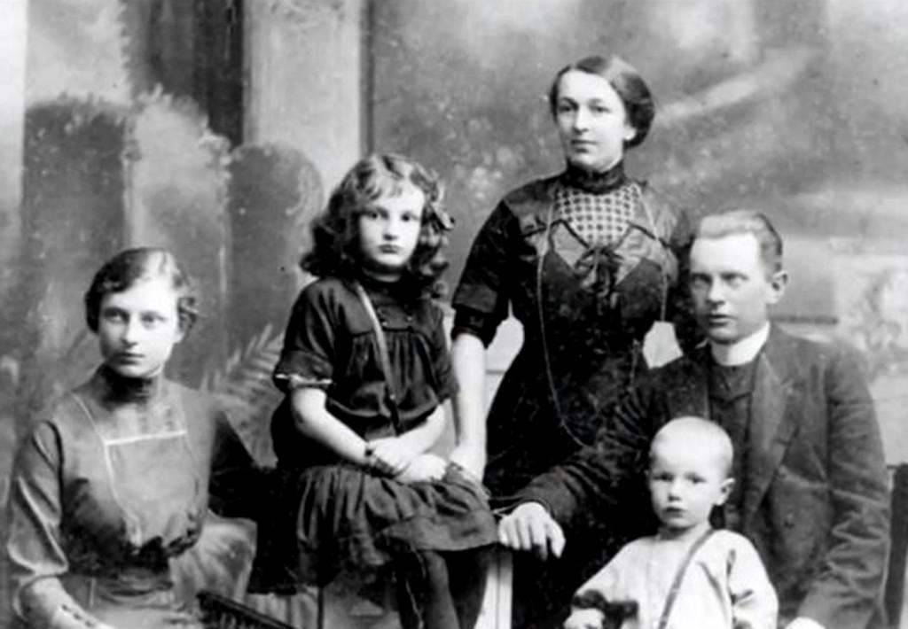 Anatol-joins-family-1911-Irena zmatka Maria