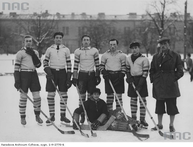 PIC_1-N-2770-6 (Drużyna hokejowa Prywatnego Gimnazjum Towarzystwa Ziemi Mazowieckiej)w-wa luty 1935